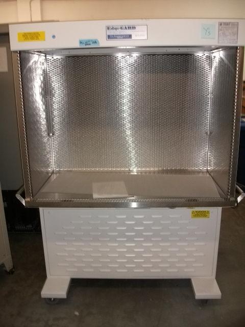 Baker EdgeGARD EG-4320 Laminar Flow Clean Bench